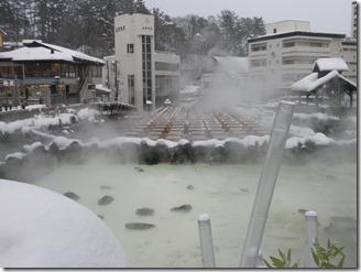 草津温泉の湯畑で湯煙